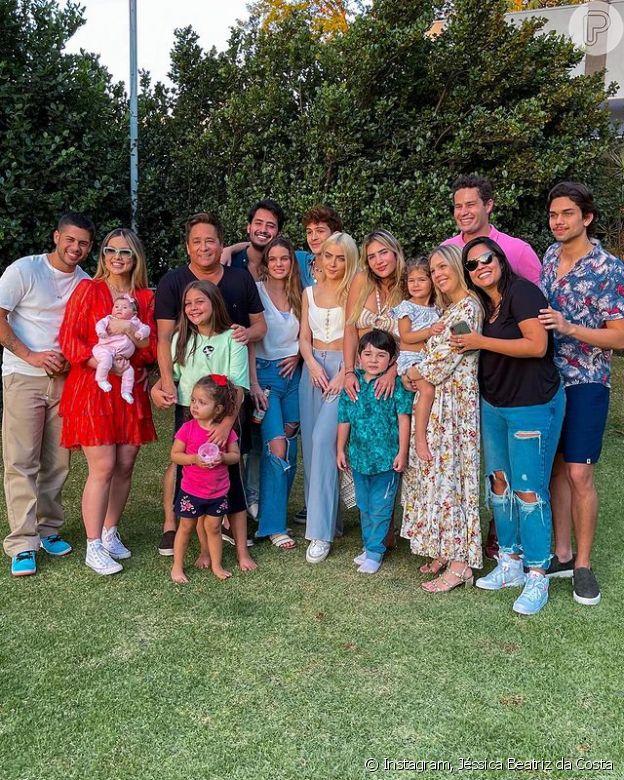 Cantor Leonardo comemorou o aniversário de 58 anos ao lado dos seis filhos, noras e netos