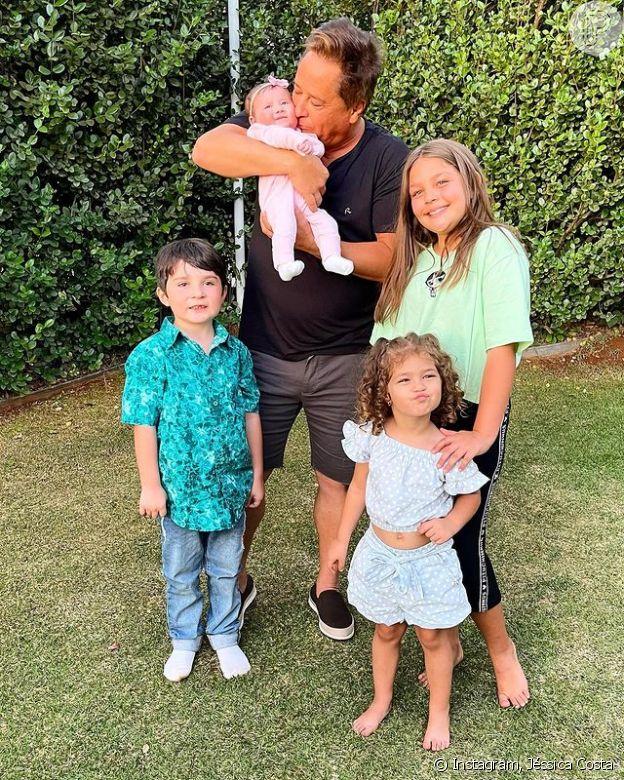 Cantor Leonardo posa com netos Maria Sophia, de 10 anos, Maria Vitória, de 2, Noah, de 5 anos e Maria Alice, de 2 meses