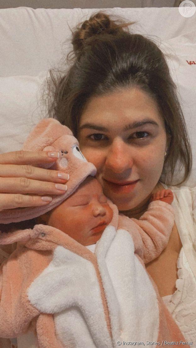 Mulher de Dilsinho posta primeira foto com a filha recém-nascida, Bella