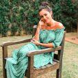 Bruna Biancardi com vestido longo e soltinho verde, com decote ciganinha