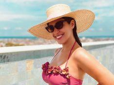De biquíni, Vivian Amorim exibe barriga de gravidez: 'É tão bonito te espiar crescer'