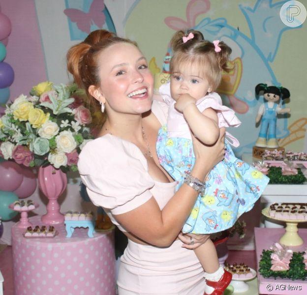 Larissa Manoela prestigiou aniversário de 1 ano da filha de Eike Duarte e Natalia Vivacqua