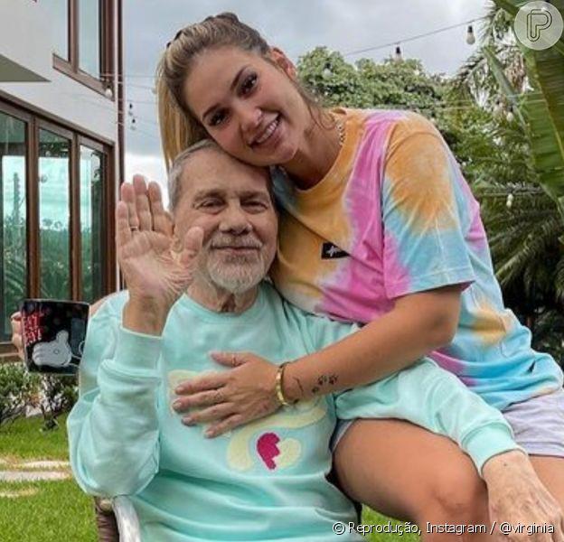 Pai de Virgínia recebe alta após mais de um mês e influencer comemora: 'Muito feliz'
