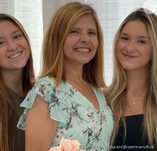 Gêmeas de Gugu festejam aniversário da mãe e web nota ausência do primogênito: 'Triste'