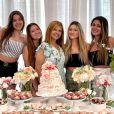 Filhas gêmeas de Gugu posam com Rose Miriam e amiga no aniversário da mãe
