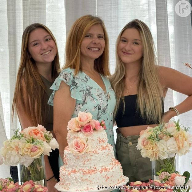 Filhas gêmeas de Gugu, Marina e Sofia, festejam aniversário da mãe