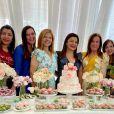Rose Miriam posa com amigas, como Zilu Camargo, em festa de aniversário