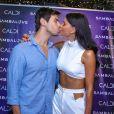 Jakelyne Oliveira e o cantor Mariano completaram 8 meses de namoro