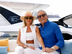 Com look all white, Ana Paula Siebert visita megaiate de luxo com o marido, Roberto Justus