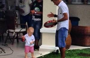 Neymar faz churrasco na companhia do filho e da ex ao som de Thiaguinho