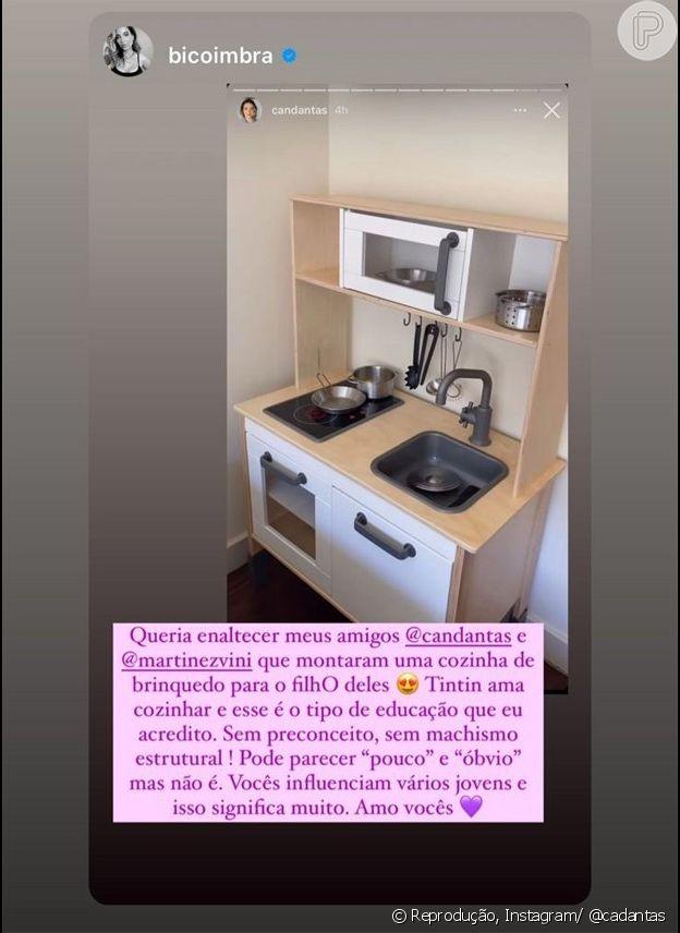 Carol Dantas mostra cozinha de brinquedo do filho