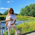 T-shirt branca de Thaila Ayala ganhou ar fashionista com calça de renda