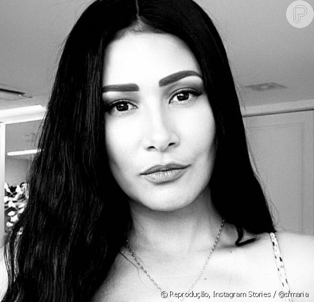 Simaria surge usando body chain e biquíni nos stories do Instagram