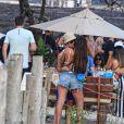 Hariany Almeida e o novo namorado, José Victor Pires, se beijam em praia do Rio