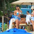 Hariany Almeida aposta em short jeans curto para dia de praia