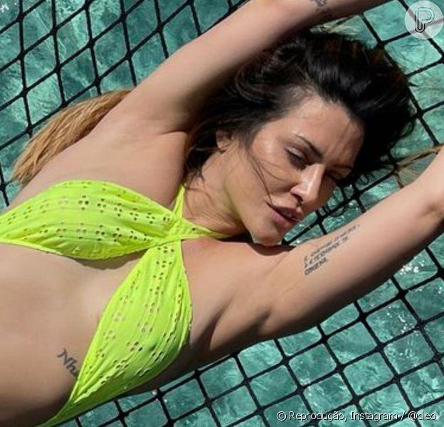 Cleo combina biquíni de laise com salto alto em viagem às Maldivas com o marido