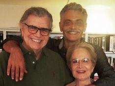 Nora de Glória Menezes resgata foto de Tarcísio Meira com família 2 meses após morte do ator
