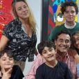 Filha de Luciano Szafir, Sasha Meneghel fez aparição com os irmãos gêmeos