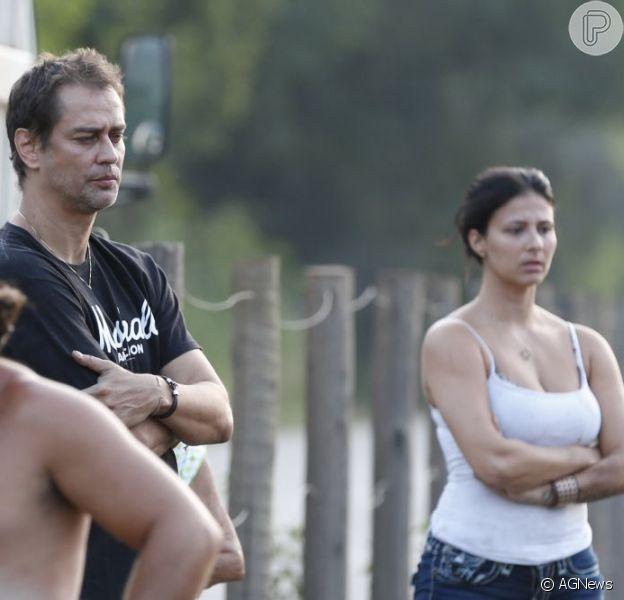 Marcello Antony e a mulher, Carolina Hollinger, no local do acidente que sofreram no final da tarde deste sábado (23), no Rio de Janeiro, em 23 de março de 2013