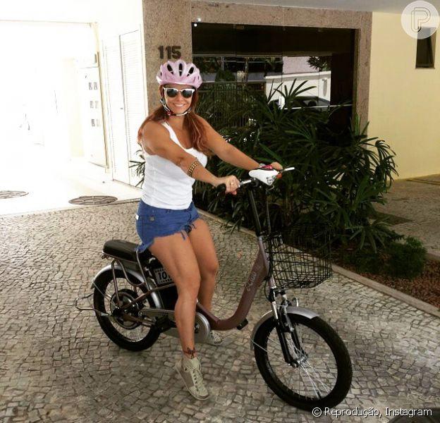 Viviane Araújo ganhou uma bicicleta elétrica de presente de Natal