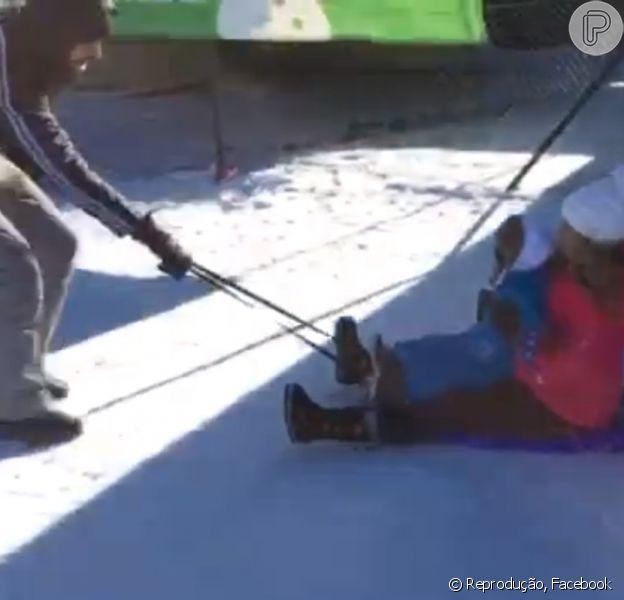 Shakira brinca na neve com o marido, Gerard Piqué, e o filho, Milan, na neve. 'Despedindo de 2014 praticando esporte de risco!', brincou a cantora em vídeo publicado nesta quarta-feira, 31 de dezembro de 2014