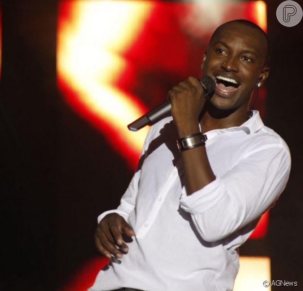 Thiaguinho canta no último show do Exaltasamba (Foto: Vinícius Eduardo)