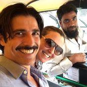 Reynaldo Gianecchini curte férias na Índia na companhia de uma amiga