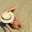 Mariana Rios também não perdeu o charme na hora do banho de mar. Com estilo e proteção, a atriz usou um chapéu no estilo panamá! Que tal?