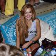 Lindsay Lohan se diverte durante festa em boate