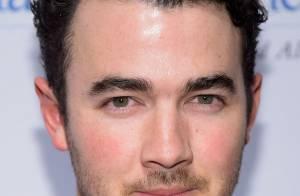 Kevin diz que Jonas Brothers acabou por brigas entre ele e os irmãos