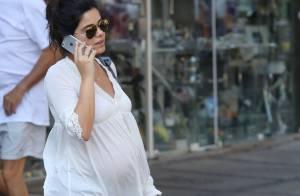 Grávida de oito meses, Vanessa Giácomo passeia pelas ruas do Rio de Janeiro