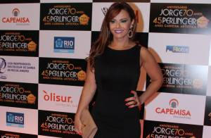 Viviane Araújo recebe homenagem no aniversário de Jorge Perlingeiro: 'Honra'