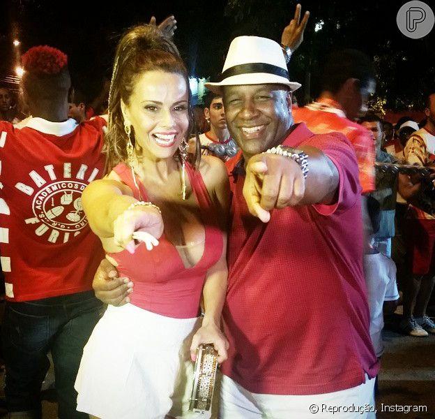 Viviane Araújo mostra samba no pé em ensaio da Escola de Samba Salgueiro ao lado de Aílton Graça, da novela 'Império'