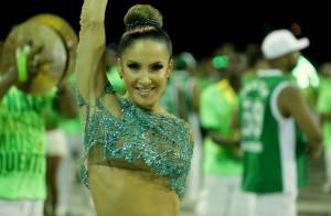 Claudia Leitte samba com look coberto de cristais em ensaio técnico na Sapucaí