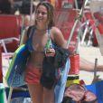 Para o dia de praia, Fernanda Gentil também levou a sua prancha