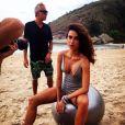 Thaila Ayala deixou as pernas torneadas à mostra durante ensaio sensual