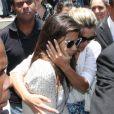 Flávia Alessandra ampara a filha Giulia, uma das herdeiras de Marcos Paulo