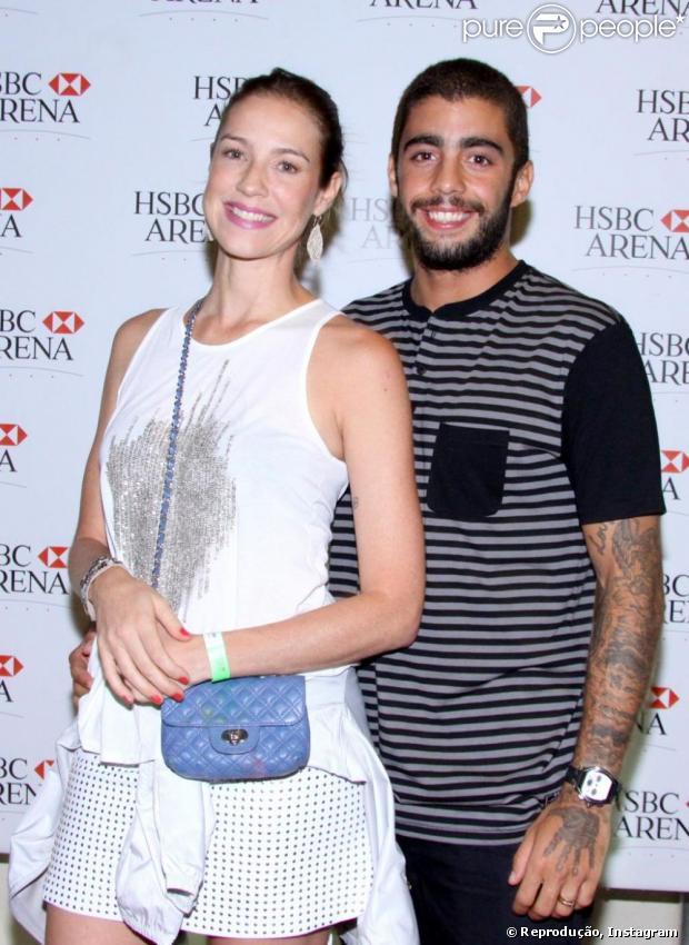 Luana Piovani está cuidando dos detalhes do seu casamento com Pedro Scooby, inclusive do seu vestido de noiva, que será assinado pela estilista Alzira Vieira. Em 11 de abril de 2013