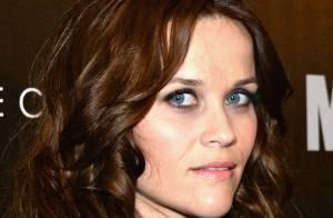 Vídeo de Reese Witherspoon retirando as algemas após ser presa é divulgado