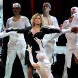 Susana Vieira faz caras e bocas durante espetáculo musical