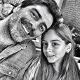 Junno Andrade publica foto com a filha momentos antes de embarcar para o Rio de Janeiro. A menina tem sido companhia constante em suas viagens à cidade. 'Go to Rioooo!!!', escreveu ele, no dia 4 de maio de 2013