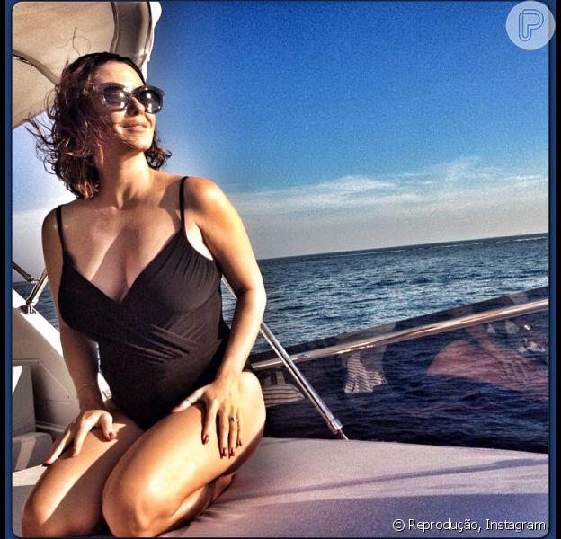 A atriz publicou uma foto em que aparece de maiô neste domingo, 5 de maio de 2013