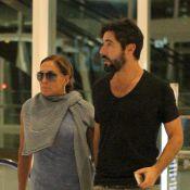 Susana Vieira e o namorado, Sandro Pedroso, passeiam abraçados em shopping no RJ