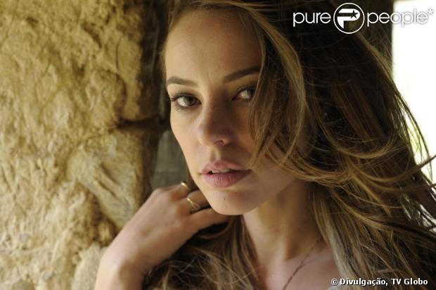 Paloma (Paolla Oliveira) abandona a família no Peru para fugir com Ninho (Juliano Cazarré), em 'Amor à Vida', em 20 de maio de 2013