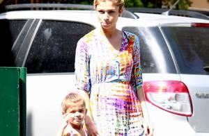 Grazi Massafera leva a filha, Sofia, à aula de balé no Rio. Veja fotos!