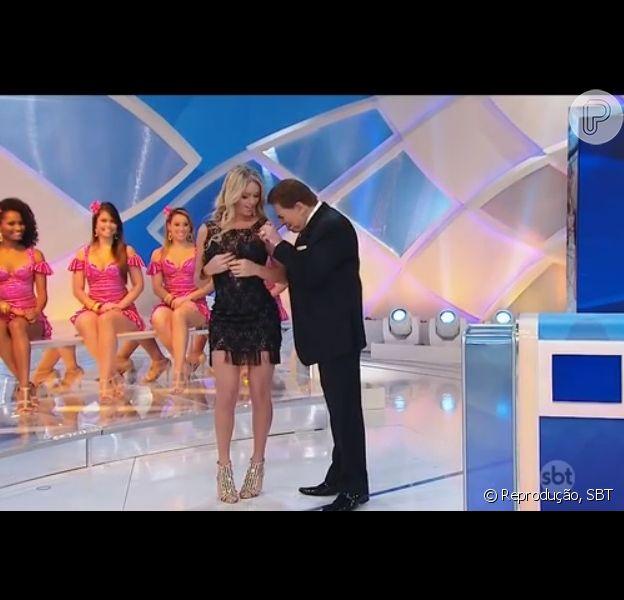 Silvio Santos recebe em seu programa a transexual Thalita Zampirolli, neste domingo, 19 de abril de 2015, e dispara: 'Sempre tive vontade de sair com homem'