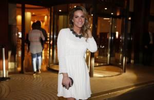 587c468b712 Bruna Marquezine ousa com superfenda em look e colar de R  3 milhões ...