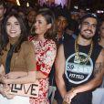 Bruna Marquezine abraça amiga, Maria Casadevall, na festa da novela 'I Love Paraisópolis'