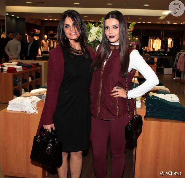 Giovanna Lancellotti e sua mãe, Giuliana, são muito parecidas e poderiam ser confudidas como irmãs