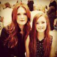 Liv Helen, filha da atriz Julianne Moore, herdou inclusive os cabelos ruivos da sua mãe